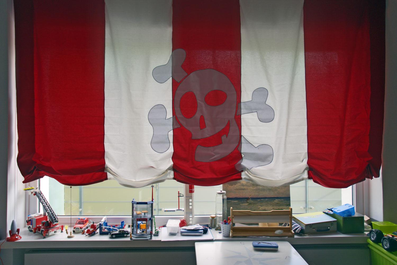 Florentiner Raffrollo mit Piraten Applikation