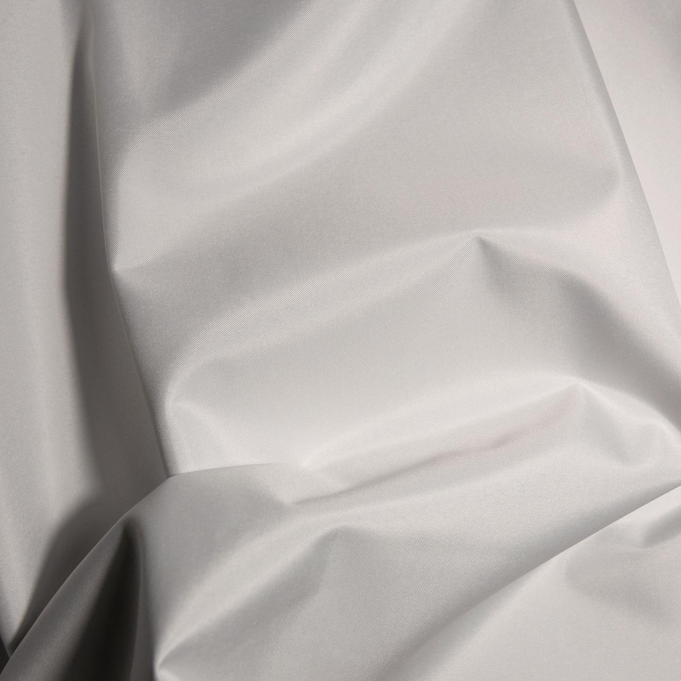 Blackout 812 weiß/weiß 100% PL schwer entflammbar 280cm Warenbreite/Warenhöhe